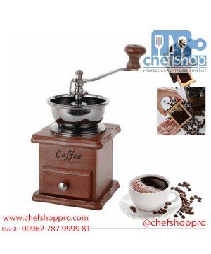 مطحنة قهوة يدوية كلاسيكية - خشب و ستانلس Coffee Grinder manualClassic- wood and stainless Coffee grinder mainly uses wood and stainless steel materials.